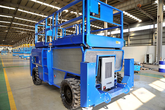 Self-propelled Rough Terrain Scissor Lift - Henan Yuntian